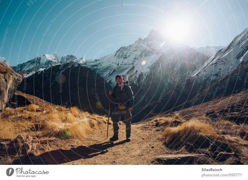 Wanderlust Mensch Ferien & Urlaub & Reisen Jugendliche Sonne Junger Mann Ferne Winter 18-30 Jahre Erwachsene Berge u. Gebirge Freiheit Felsen maskulin