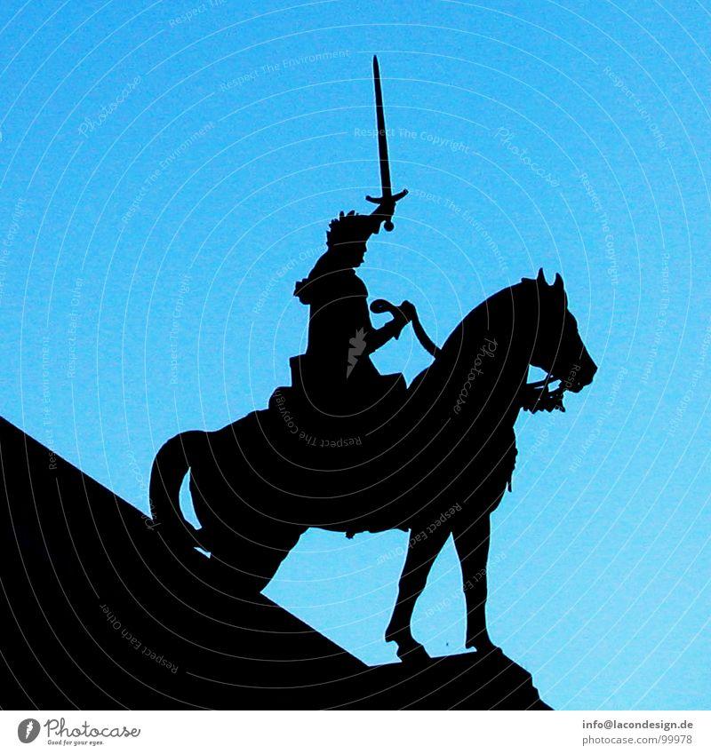 Attacke! Himmel blau schwarz Kraft Pferd Macht Paris Mut stark Statue Held kämpfen Waffe Angriff Reiter