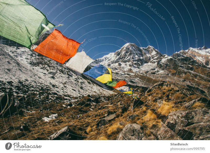 Gebetsfahnen in den Bergen Natur Landschaft Wolkenloser Himmel Wind Felsen Berge u. Gebirge Gletscher Zeichen Fahne fliegen gigantisch Nepal Himalaya
