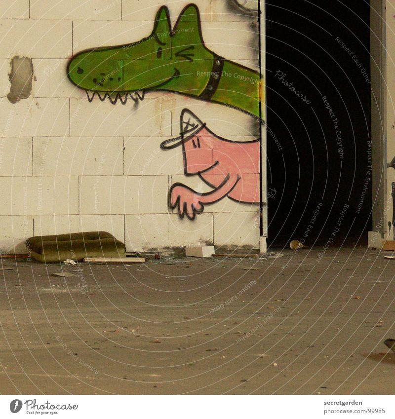 der ausbruch Mauer grün rosa dunkel lustig Tagger Lagerhalle verfallen Obdachlose Gebäude Tier Zwinkern Straßenkunst Raum Ruine driften Kunst Kultur Neuanfang