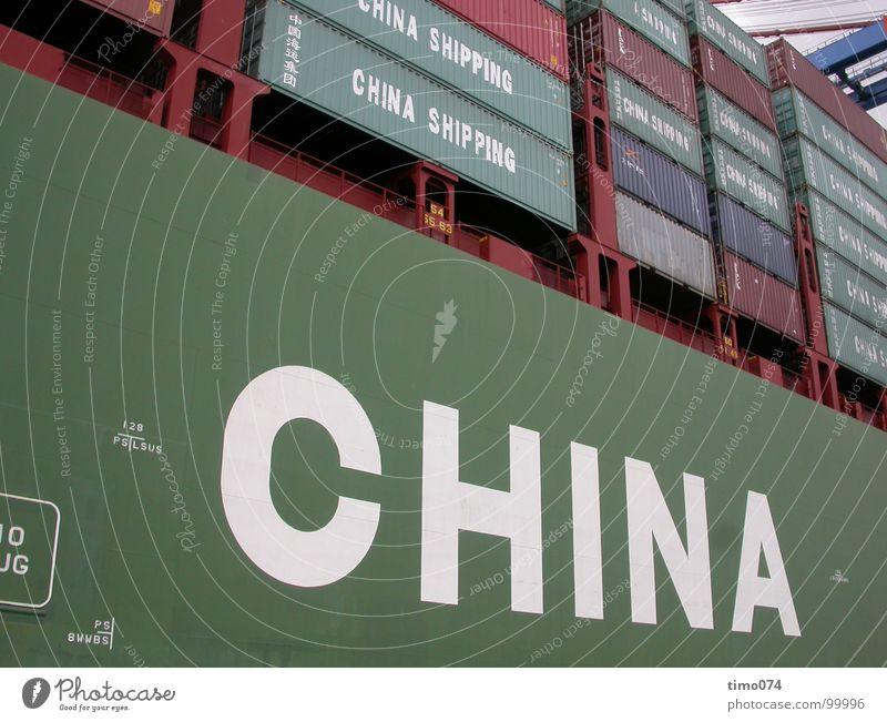 Export grün Arbeit & Erwerbstätigkeit Wasserfahrzeug Güterverkehr & Logistik Industriefotografie Hafen Typographie China Container Elbe Frachter senden