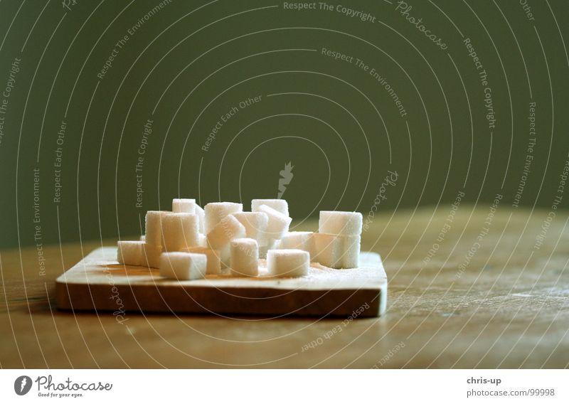 Zuckerwürfel V weiß grün Ernährung Lebensmittel Holz braun süß Europa Küche Fabrik Wut Appetit & Hunger Quadrat Süßwaren Holzbrett Blut